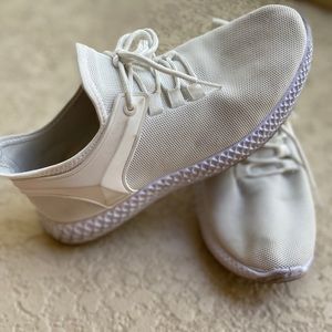 Shoes - White tennis shoes
